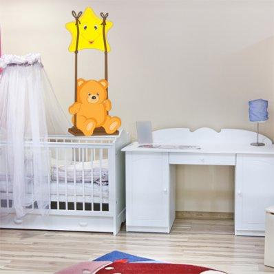 Naklejka ścienna Dla Dzieci - Niedźwiadek na huśtawce